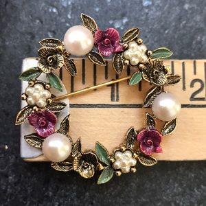 Vintage Jewelry - Vintage Pearl & Flower Brooch
